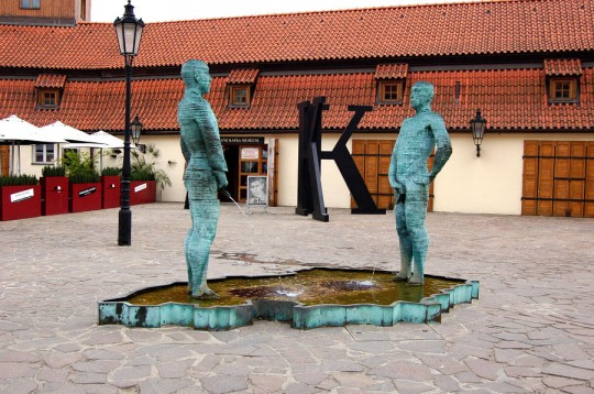 peeing-men-kafka-museum-prague-czech-republic-wayne-higgs-540x358