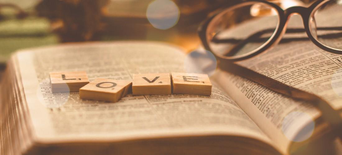 Top 5 povești de dragoste pe care trebuie să le citești